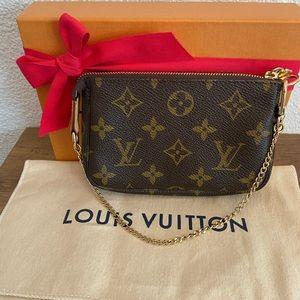 Louis Vuitton Mini Pochette Accessoires- France